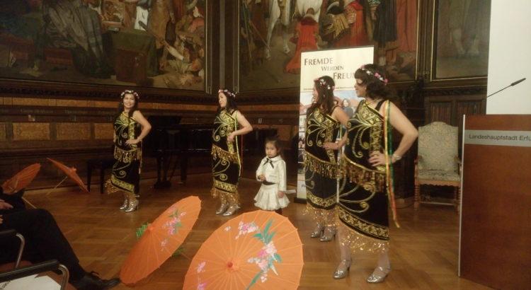 Asiatische Tanzgruppe